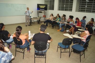 Palestra de recepção a calouros de Serviço Social aborda oportunidades acadêmicas na graduação