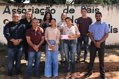 Acadêmicos de Direito do Câmpus de Dianópolis fazem visita e doação à Apae