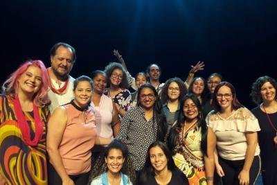 Acadêmicos de Serviço Social assistem espetáculo musical indígena como atividade de disciplina de diversidade