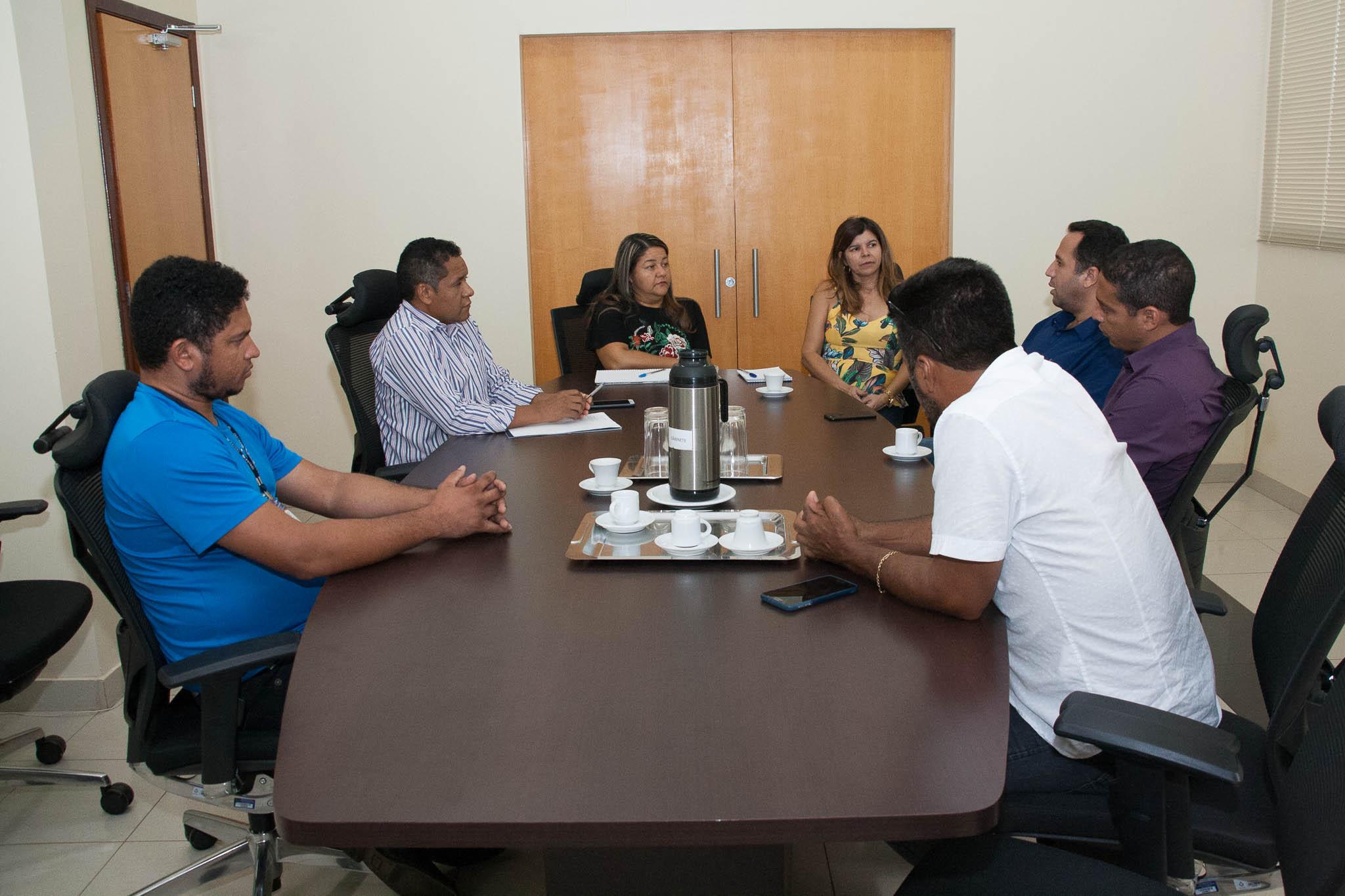 Reitora Suely Quixabeira , Vice-Reitora Simone Brito e professor Eduardo Ribeiro com os prefeitos de Lavandeira, Novo Alegre e Combinato
