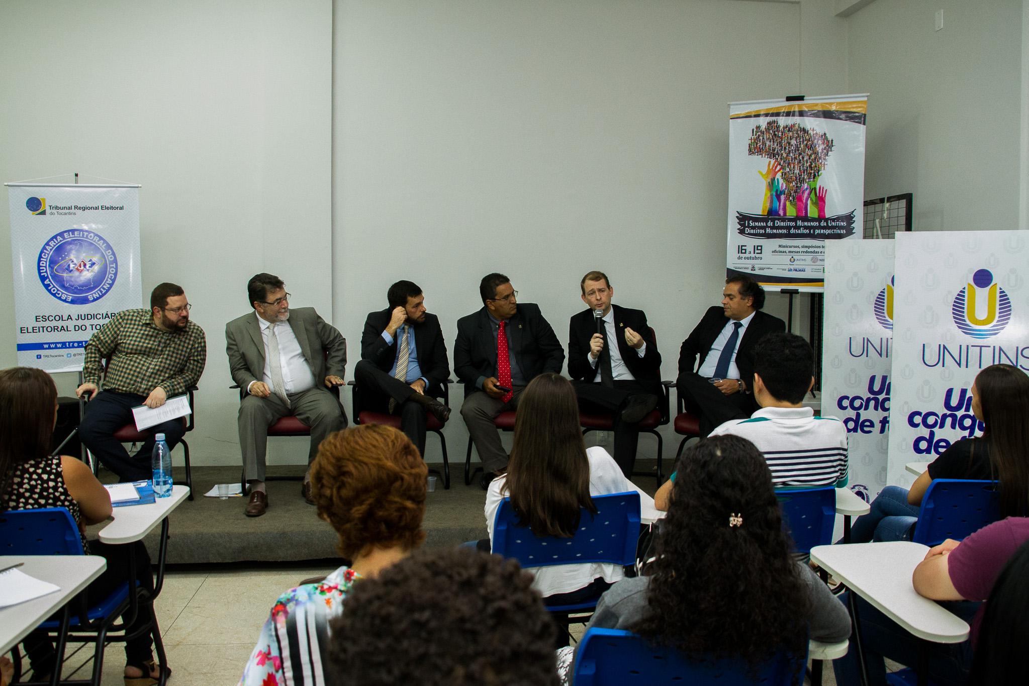 Magistrados do TRE debatem com acadêmicos da Unitins em roda de conversa sobre processo eleitoral