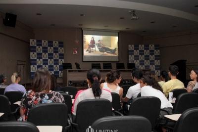 Cine Debate proporciona reflexão sobre papéis do homem e da mulher na sociedade