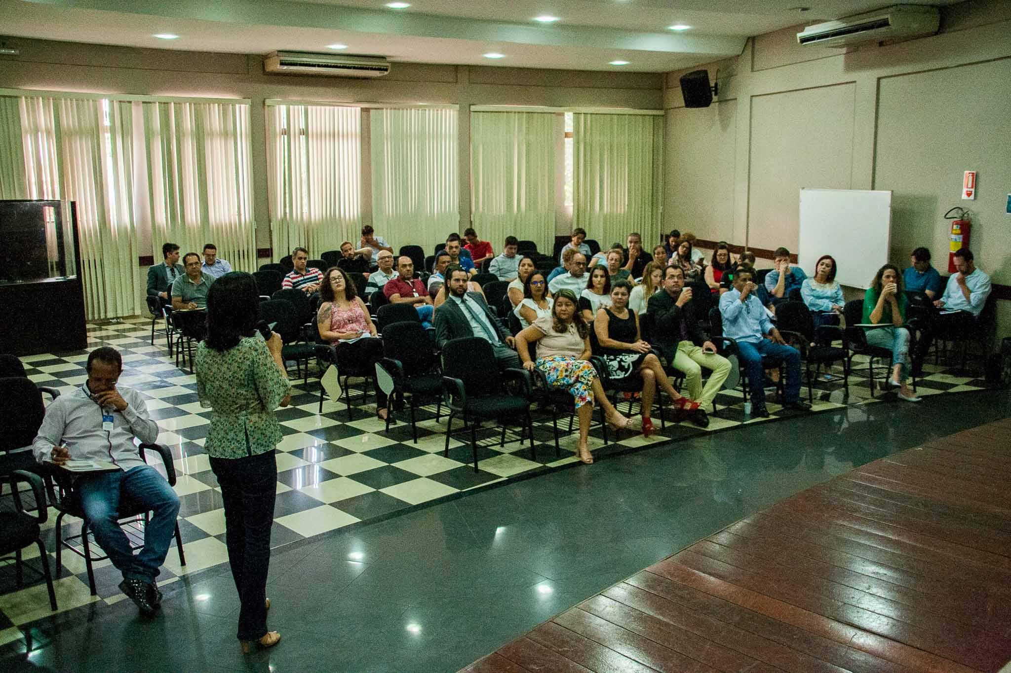 Equipe diretiva, diretores, coordenadores, professores e técnicos-administrativos lotaram o auditório para participar do encontro de planejamento que marca o inicio do ano letivo