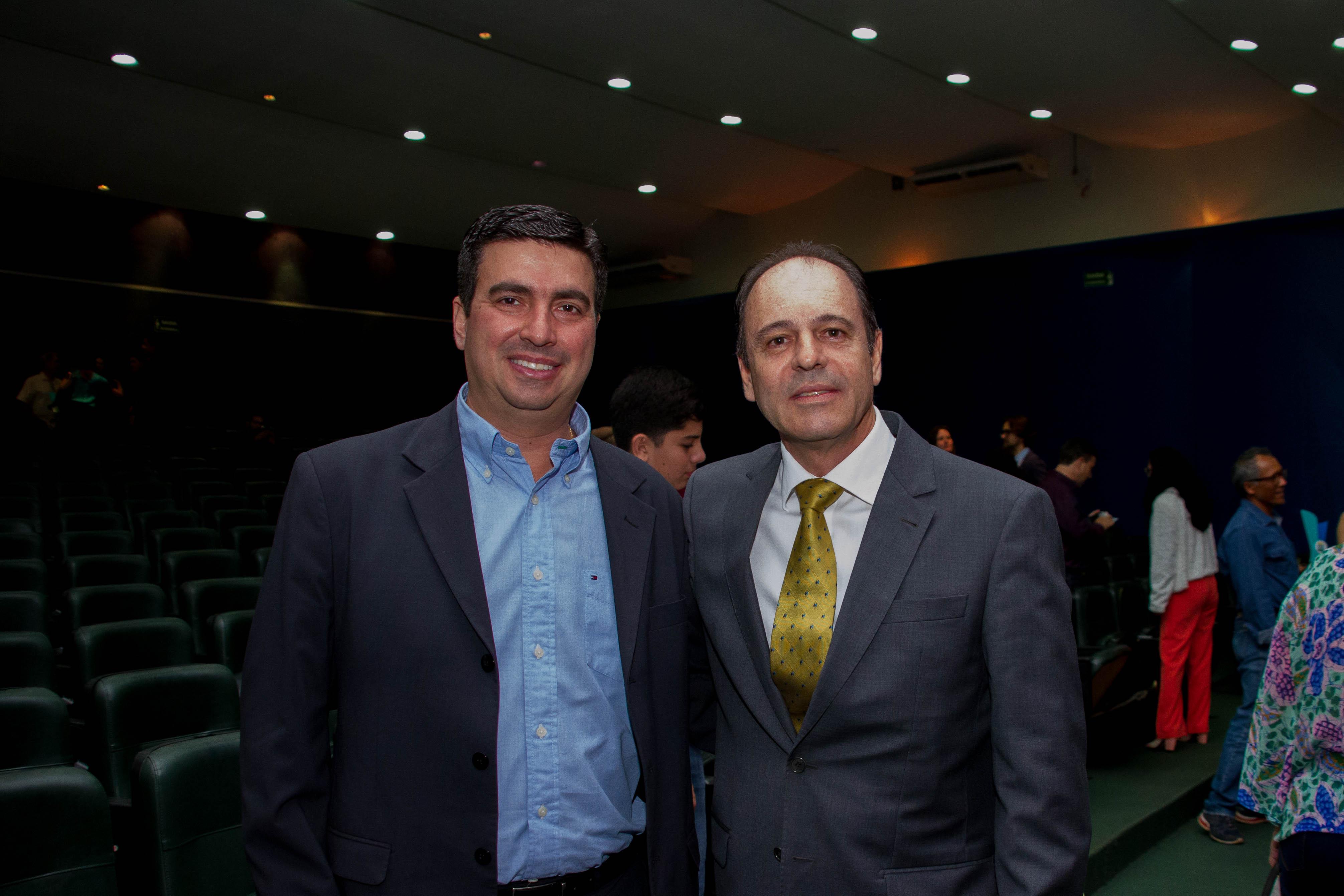 Reitor da Unitins (e) conversou com o reitor da UFT (d), Luís Eduardo Bovolato