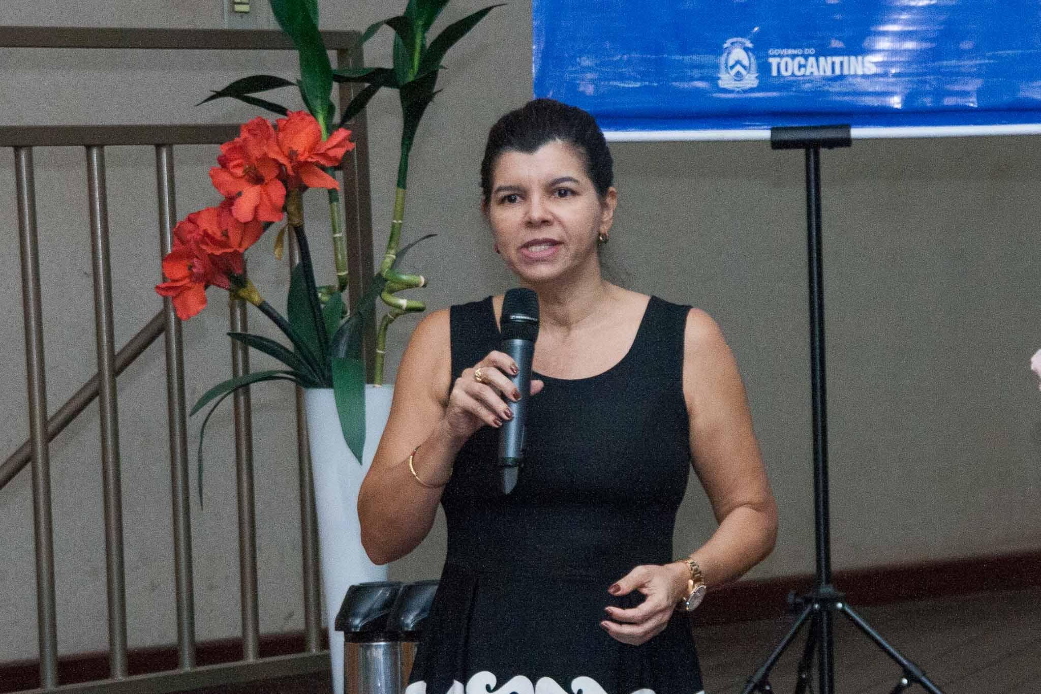 Vice-Reitora Simone Brito durante abertura da reunião de planejamento saudando a todos neste inicio de ano letivo